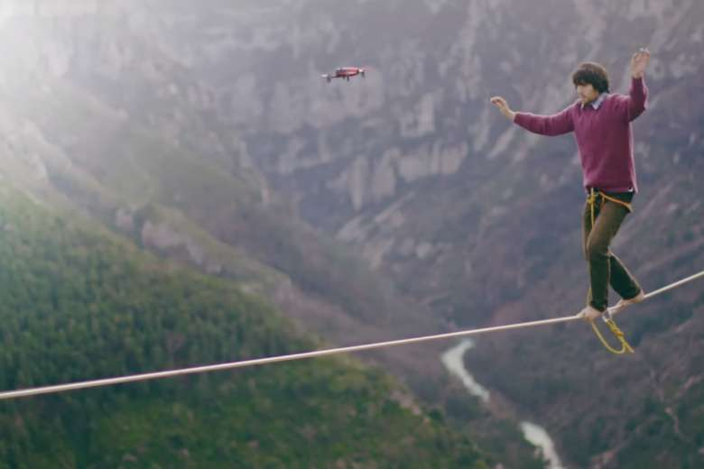 Parrot BEBOP DRONE フランス人たちと山を行く