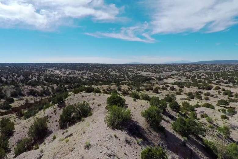 魅惑の土地と呼ばれるニューメキシコ州の壮大な自然をドローンで撮影