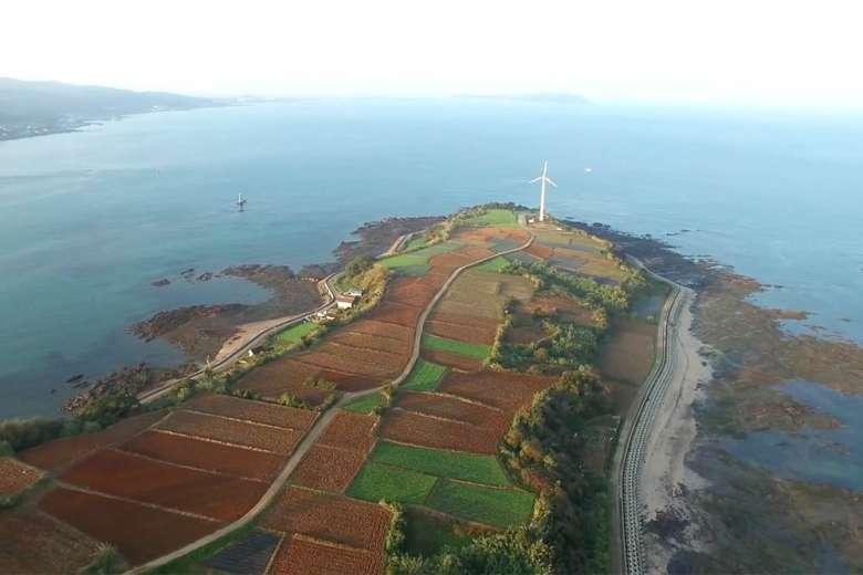日本にこんな美しい島があることをただただ嬉しく思いたくなる、天草の通詞島へのドローントリップ