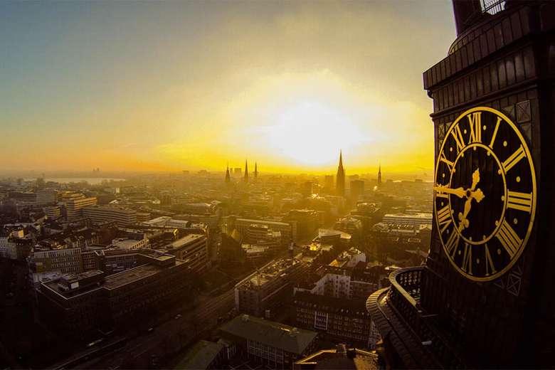 ドイツ、第二の都市、ハンブルクのドローン空撮映像