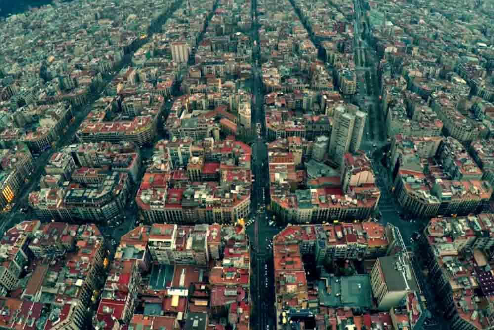 上空から見ても芸術的なバルセロナの街