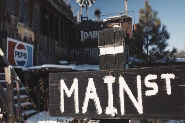 アメリカ映画のような映像、雪に覆われたコロラドの町