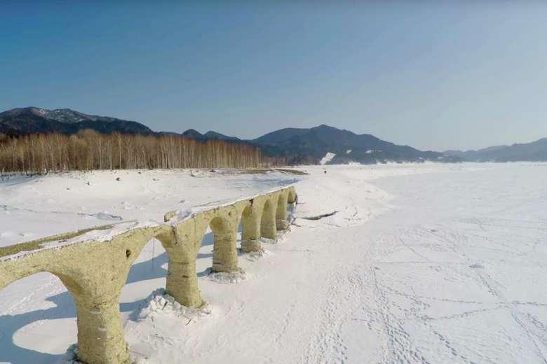 古代ローマの遺跡!?北海道遺産タウシュベツ川橋梁