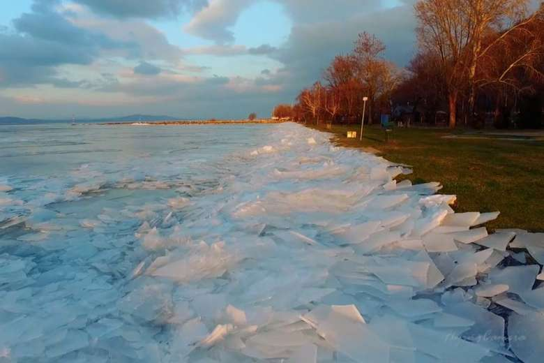 神秘的な美しい湖、ハンガリーバラトン湖