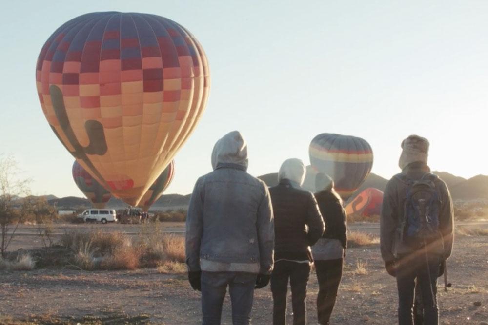 アリゾナ州ケアフリーへの家族旅行、気球やバギーで大移動