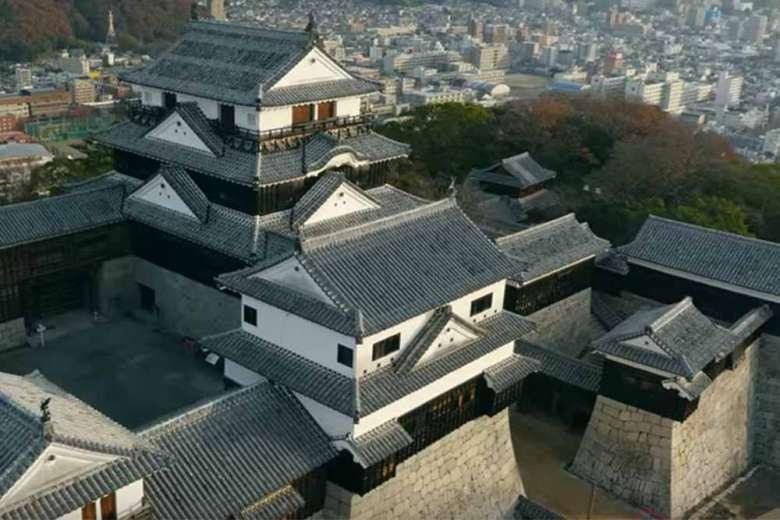 誇り高くそびえる愛媛松山城の魅力が凝縮