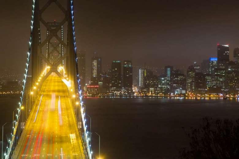 洗練されたサンフランシスコの街をドローンクルーズ