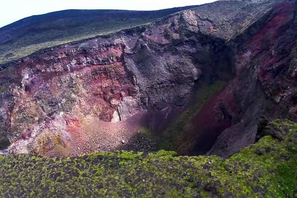 ドローンが捉えた、活火山・伊豆大島の迫力映像