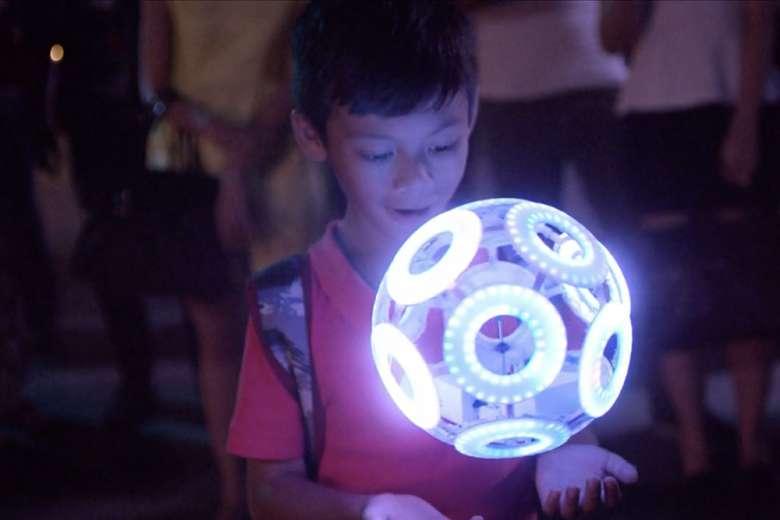 光り輝く球体の正体とは…!?次世代サービス「Sky Magic」提供開始