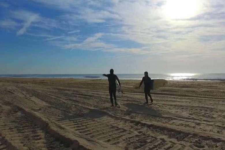 波と仲間とドローン、相性抜群のコラボ映像