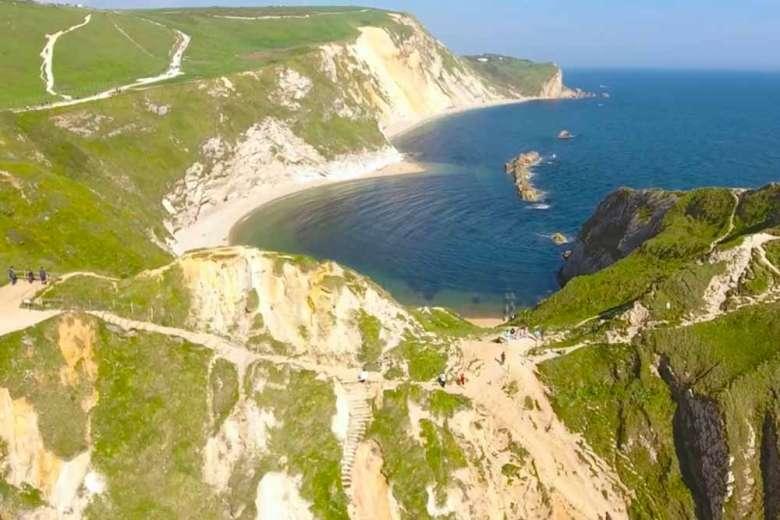 恐竜時代の地層が見られるイギリスのダードルドアをドローントリップ