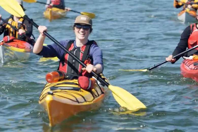カヤックで水上からの景観を堪能、カナダ・ガルフ諸島