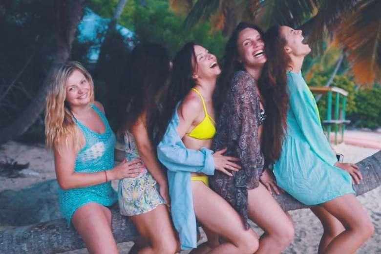 解放感にあふれた映像、女子旅 In ヴァージン諸島