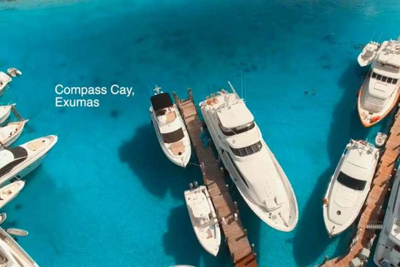 仲間とドローンと行く、バハマへのボート旅行
