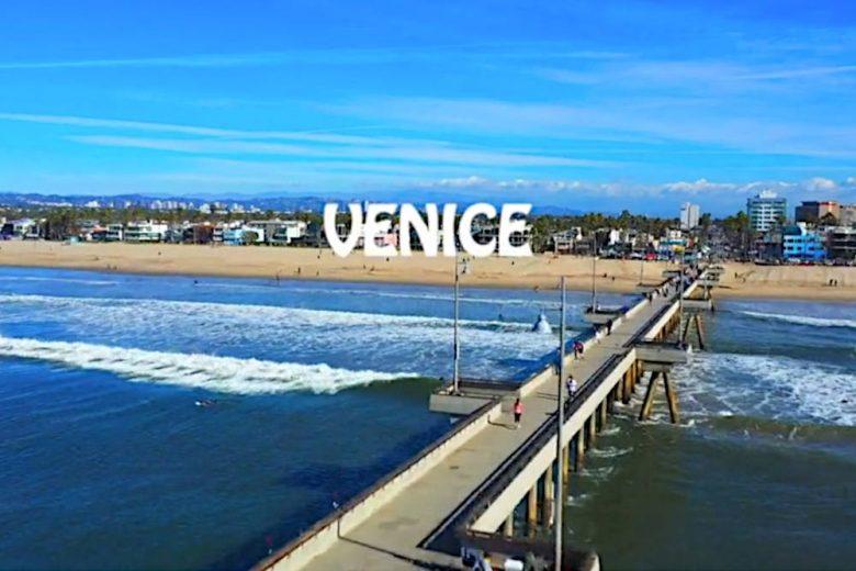 ベニスビーチなど南カリフォルニアの海岸沿いを空撮