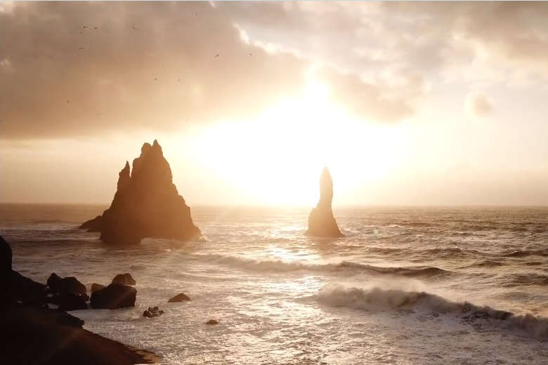 1800km走破して空撮、アイスランドの大自然